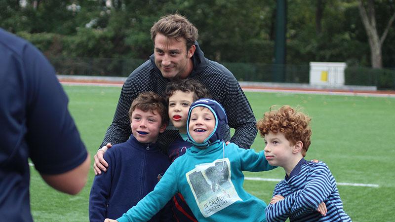 Maxime Médard rend visite au club Puteaux Rugby
